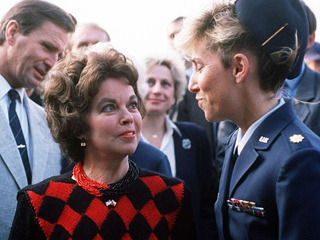 In this October 1990 image, U.S. Ambassador to Czechoslovakia Shirley Temple Black speaks with Maj. Carolyn May. (Source: SSgt. David Nolan/dodmedia.osd.mil/)