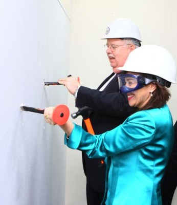 Sonenshine and Ambassador Teft help to launch the construction of the new American Center in Kyiv, April 2013. Credit: State.gov
