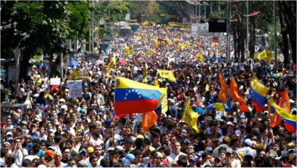 Thousands of people gathered in central Caracas to protest against the government of Nicolas Maduro. Source: yalibnan.com