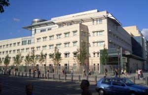 New_US_Embassy_-_Mutter_Erde_fec