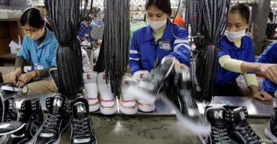 2015_0609_Vietnam_ShoeFactory