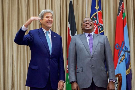 640px-secretary_kerry_jokes_about_his_height_standing_with_kenyan_president_uhuru_kenyatta_at_the_state_house_in_nairobi_28534132883